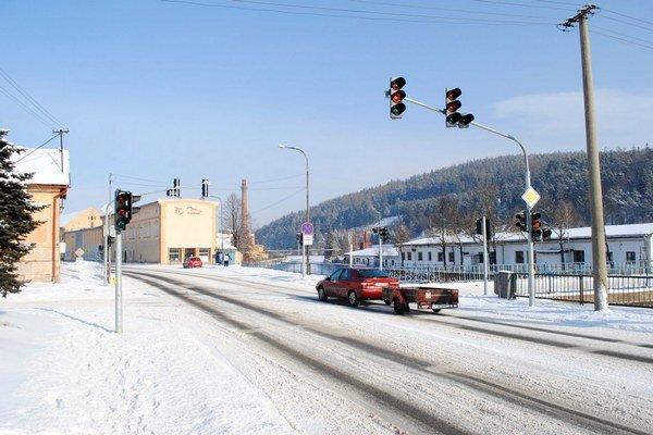 Križovatka už má semafory.