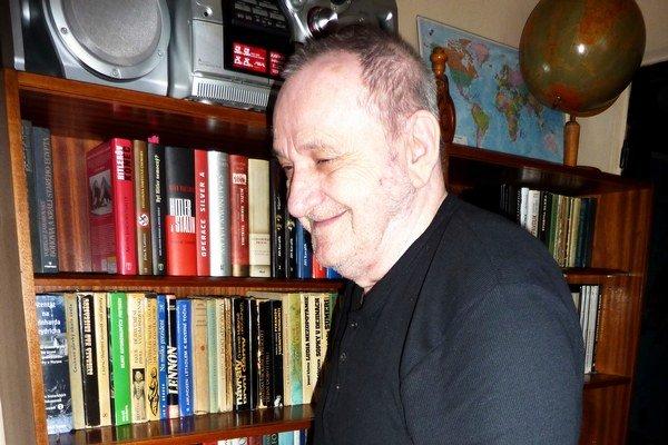 Ján Dziak svoje knihy vydáva v Čechách.