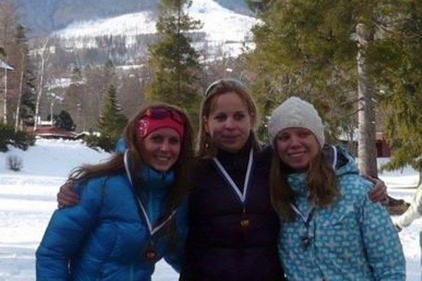S medailami. Trojica najrýchlejších žien.