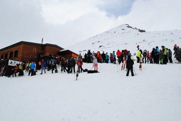 Snehu je v Tatrách pomenej. Turisti hľadajú alternatívy trávenia voľného času.