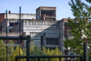 Rozostavaná nemocnica na Rázsochách.