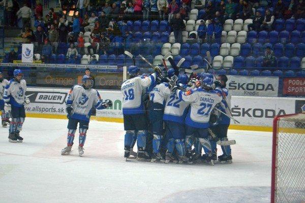 Víťazná radosť. Kamzíci po včerajšom triumfe nad Slovanom.