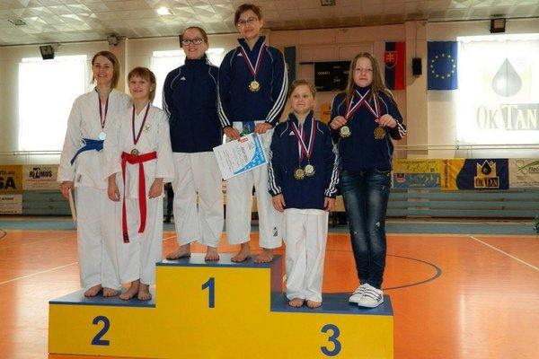 Medailová žatva. Pričinili sa o ňu aj dievčatá z CKK Poprad.