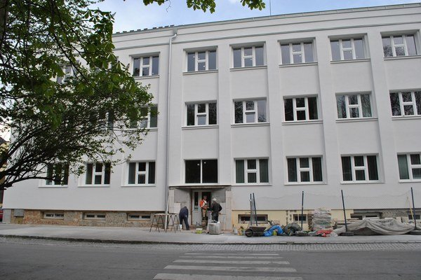 Kežmarská nemocnica mení fasádu.