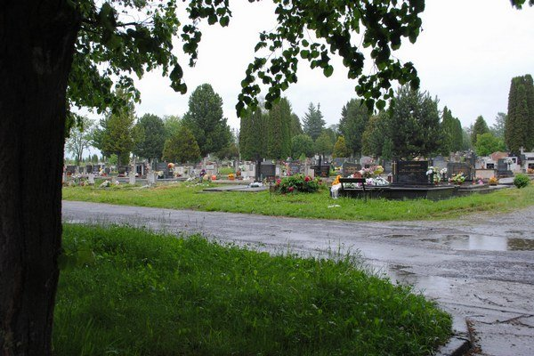 Zmeny na cintoríne. Pribudnú miesta pre hrobky, ale aj parkovisko.