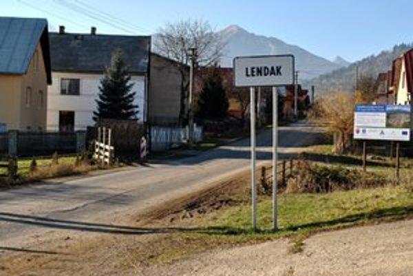 Lendak. Toto je jediná asfaltka v obci.