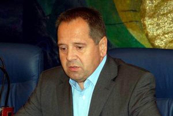Popradský primátor Anton Danko bude namiesto 4 263 dostávať mesačne 3 837 eur.