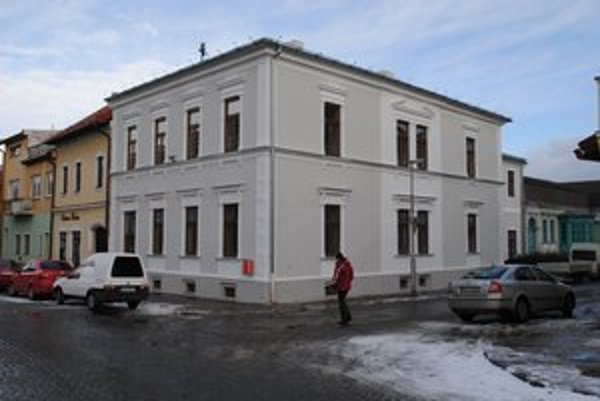 Opravený meštiansky dom. Stojí oproti Hotelovej akadémii Otta Brucknera v Kežmarku.