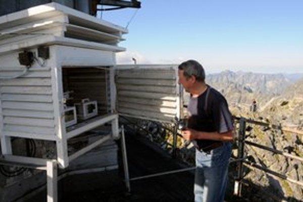Meteorológovia merajú pravidelne údaje aj na Lomnickom štíte.