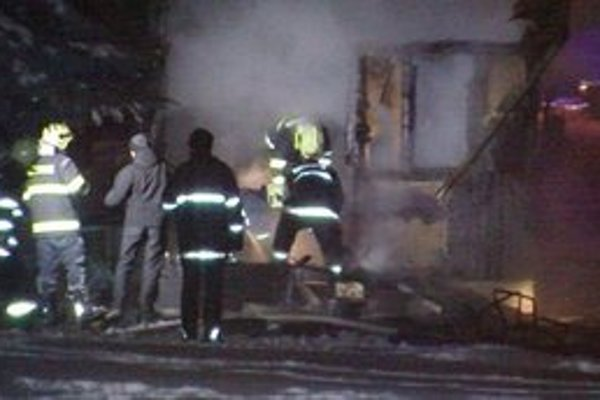 Pri požiari sa nik nezranil.
