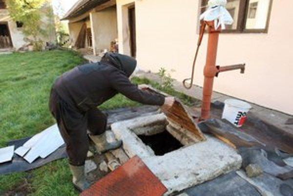 Zvýšený obsah dusičnanov býva jedným z najčastejšie prekročených ukazovateľov kvality vody v domových studniach.