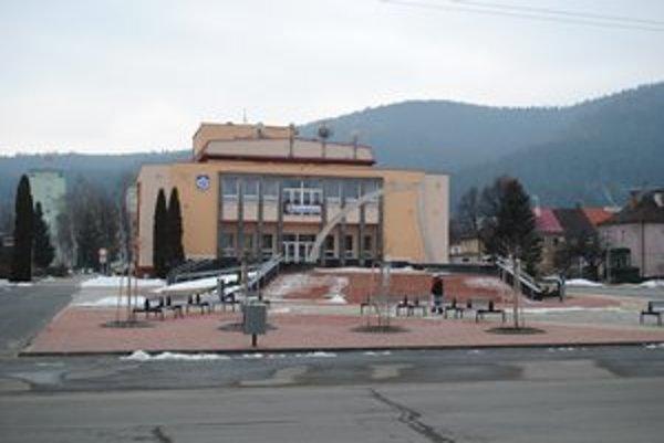 Centrum baťovského mestečka Svit. Minulý rok dokončili jeho rekonštrukciu. Podobnej sa dočká aj sídlisko Podskalka.