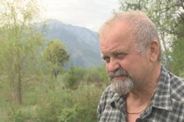 Miroslav Andráš zachránil svojho kolegu výstrelom z pušky.