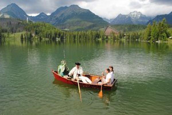 Odomknutie hladiny. Na Štrbskom plese vpustili letnú sezónu do Tatier.