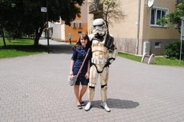 Stormtrooper rozhodne zaujal. Mnohí neváhali využiť príležitosť a odfotili sa s ním.