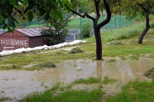 Hrozia aj lokálne povodne.