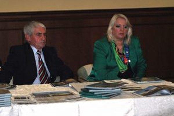 Fotograf a autorka. Mikuláš Jacečko (vľavo) a Anna Ondrušeková (vpravo).