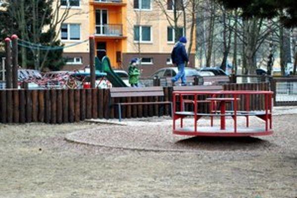 Detské Ihriská. V tomto období ich kontrolujú pracovníci mesta.