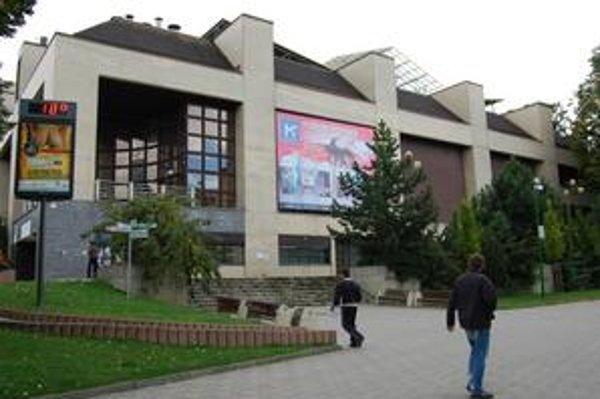 Obchodný dom Prior pustne, na jeho mieste má stáť nové centrum Forum Poprad.