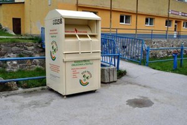 Kontajnery na nepotrebné veci. Vo Vikartovciach majú tri, postupne sa dostávajú aj do ďalších obcí.