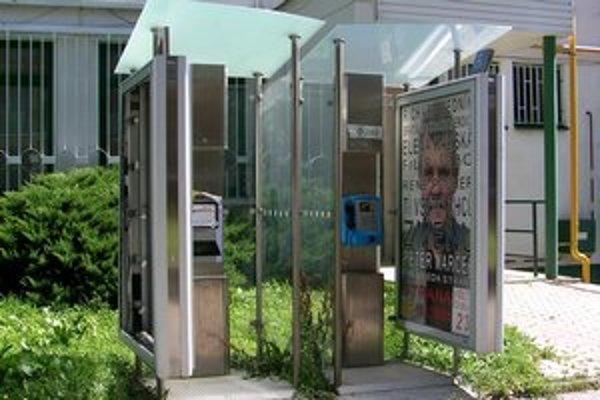 Verejný telefónny automat. V Poprade ich ostalo šesť.