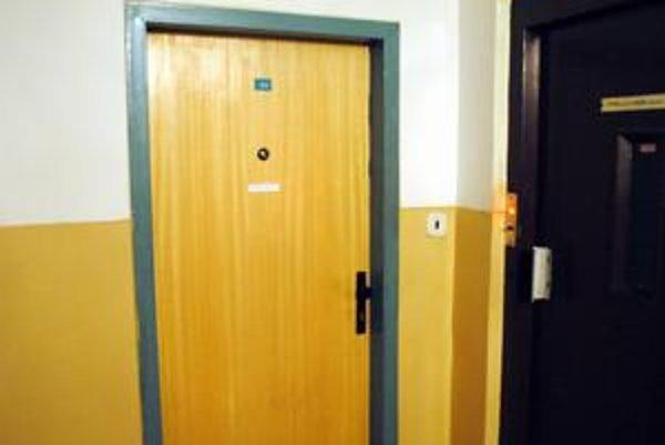 Za dverami tohto bytu. Tu sa odohrala dráma. Michaela sa vraj už odtiaľto osťahovala.
