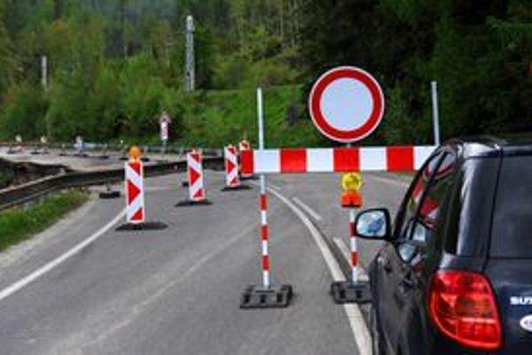 Kritický úsek cesty medzi Vyšnými Hágmi a Štrbským Plesom.