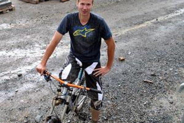 Michal Kručay. Trať naprojektoval, aby bola rýchla. Zároveň pridal obchádzky, aby ju mohol prejsť každý.