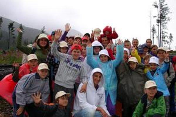 Pod Slavkovským štítom. Korzárikovia majú za sebou prvú túru. Pre zlé počasie ju museli skrátiť, v prírode ich ale ešte čaká množstvo aktivít.