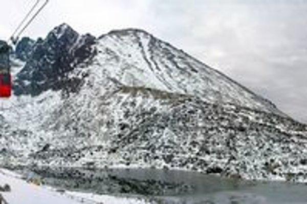 Vo Vyšších polohách Tatier treba rátať so snehom.