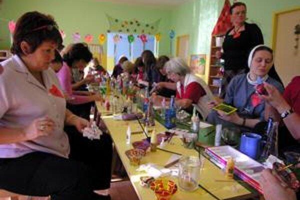 Takto sa učia učiteľky. Svitsská zuška pre učiteľky škôlok pripravuje rôzne tvorivé dielne.