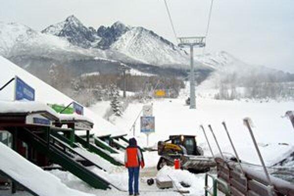 V Tatranskej Lomnici dnes spustili novú lyžiarsku sezónu.