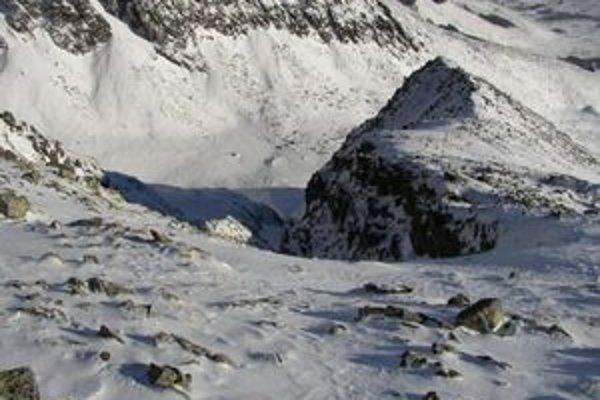 Kartárikov žľab. Naposledy v ňom lavínu strhli v decembri minulého roku freeridoví jazdci na snoubordoch.