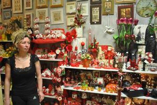Darčeková predajňa. Na sviatok Valentína sa pripravili aj tu.