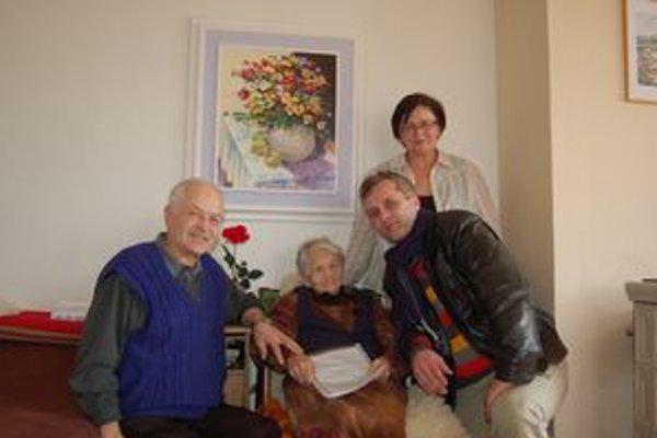Rodina pani Jožky. Zľava syn Lacko, Jožka, dcéra Mária avnuk Mirko.