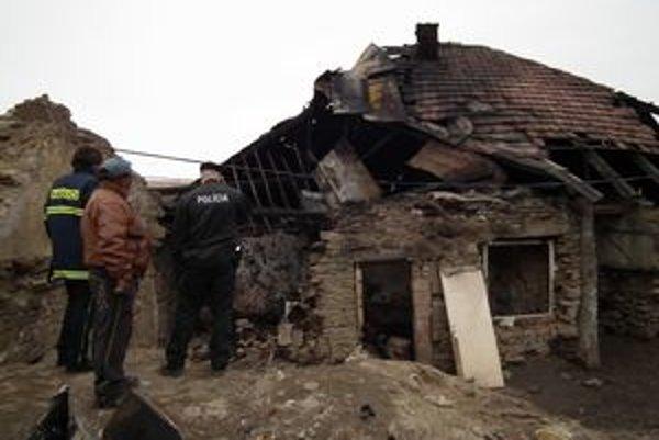 Pri požiari domu zomrelo päť ľudí.