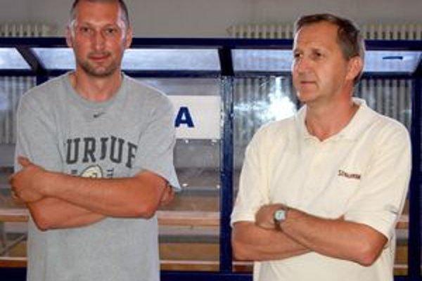 Už trénujú. Ján Krajňák (sprava) a Ľuboslav Kovalský.