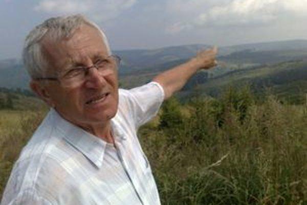 Tam, kde s holiny, boli kedysi lesy, hovor dchodca Martin Pitok, rodk z neexistujcich Ruskinoviec.