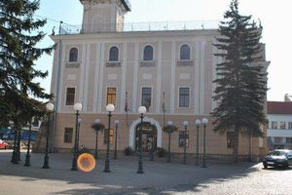 Kežmarská radnica. Neplatiči dlhujú mestu na daniach až 250 000 eur.