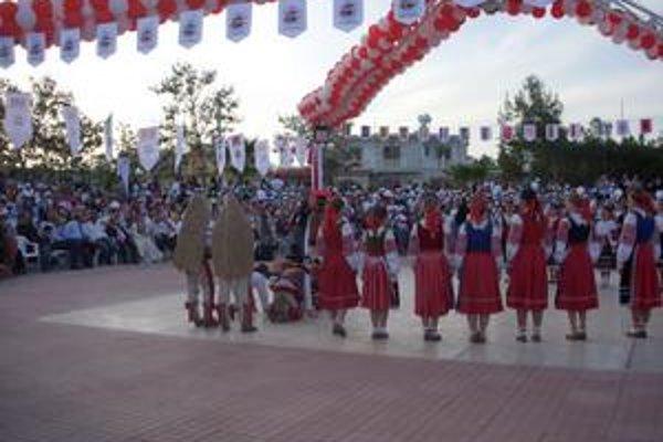 Slovenský folklór v podaní Maguráčika sa na Cypre páčil.