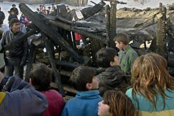 Huncovce. V osade žije drvivá väčšina Rómov.