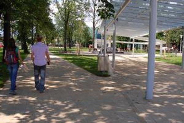 Po rekonštrukcii. Na popradskú železničnú stanicu sa už dostanete cez krásny park.