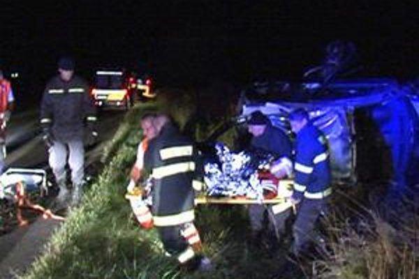 Neodlučiteľní. Alkohol za volantom dokáže v sekunde privodiť zranenia i šiestim ľuďom v jednom aute.