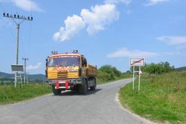 Cesta. Za Toporcom sa končí idylka z dobrej cesty. Nasleduje malý tankodróm.