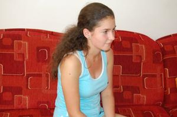Učiť sa nemusí. Študentka Lucia Korfantová sa učiť cez leto nemusí. Je rada, že ju do toho rodičia nenútia.