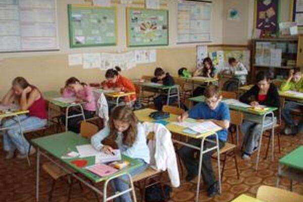 Matematické zápolenie. Tentoraz prvé priečky obsadili maďarskí žiaci. Rozdiely boli však tesné.