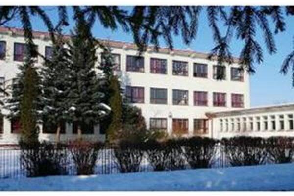 Základná škola. V tejto škole vo Veľkej Lomnici chytil žltačku aj prvý žiak z dediny.
