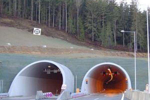 Diaľničný tunel Bôrik pri Svite.
