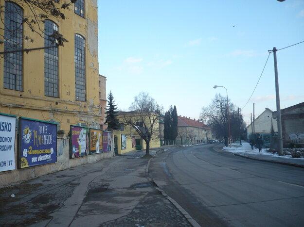 Šrobárova ulica. Jej obnova by mala začať ešte tento rok.