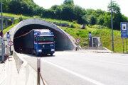 Tunel bude cez víkend fungovať bez zmien. Informácia o jeho uzatvorení bola vraj mylná.
